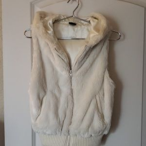 💕3 FOR $20💕MOTO VEST - faux fur fully lined vest